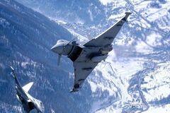 Военные самолеты России и НАТО 'столкнулись' в небе: что известно