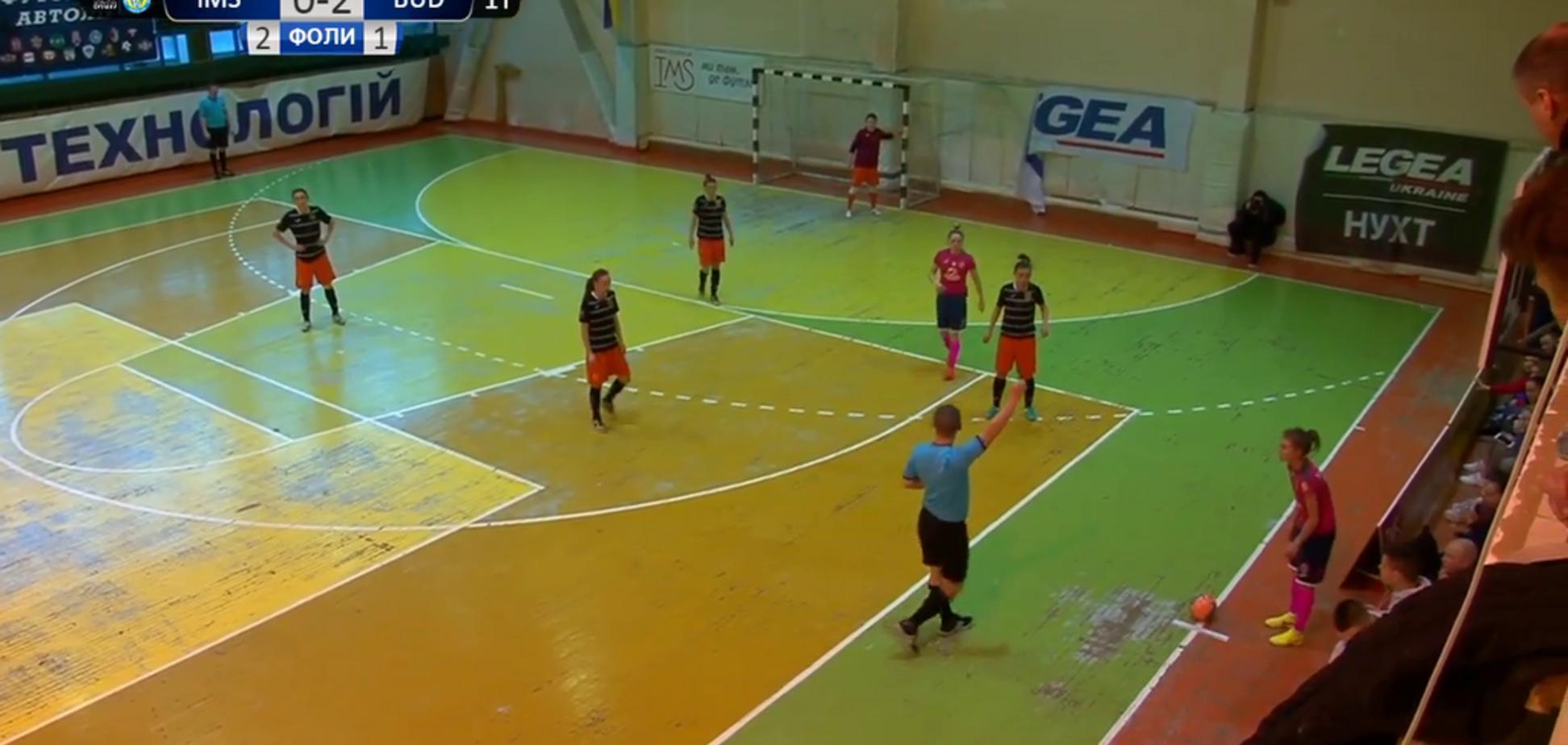 Кулаком в голову: футзалистка сборной Украины напала на тренера во время матча — опубликовано видео