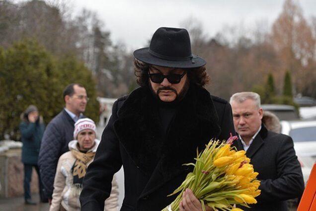 """""""Родители хоронят детей"""": Киркорова засняли на похоронах Началовой"""