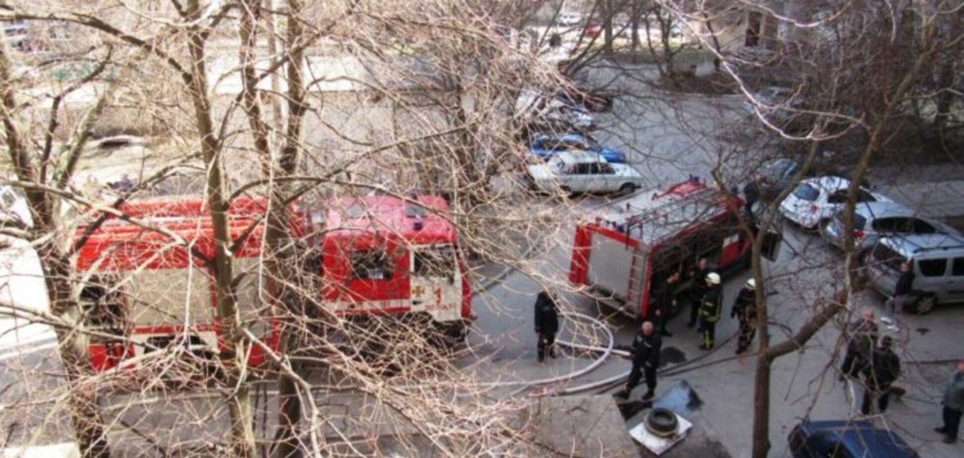 В Запорожье мужчина самостоятельно вынес из пылающей квартиры пожилую соседку