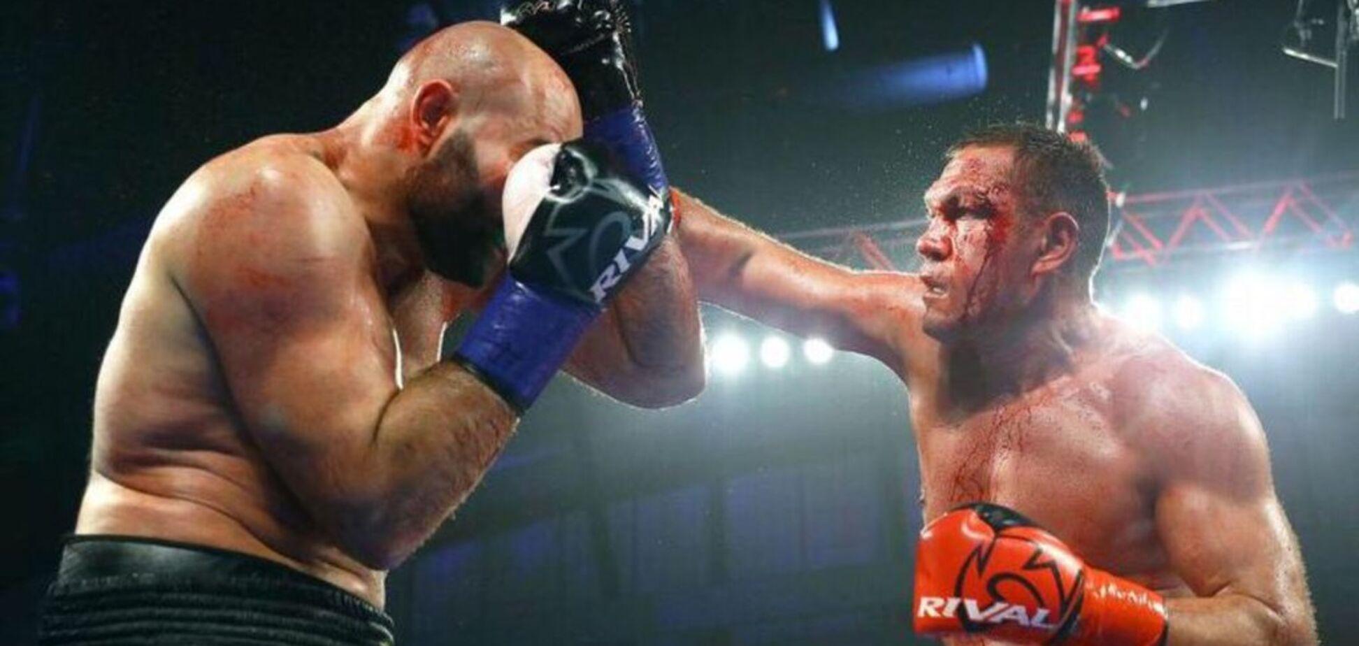 Побитый Кличко боксер добыл эффектную победу в США - видео нокдаунов