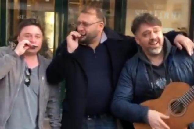 """""""На ф*га вам политика?"""" Добкин просил милостыню на улице. Видеофакт"""