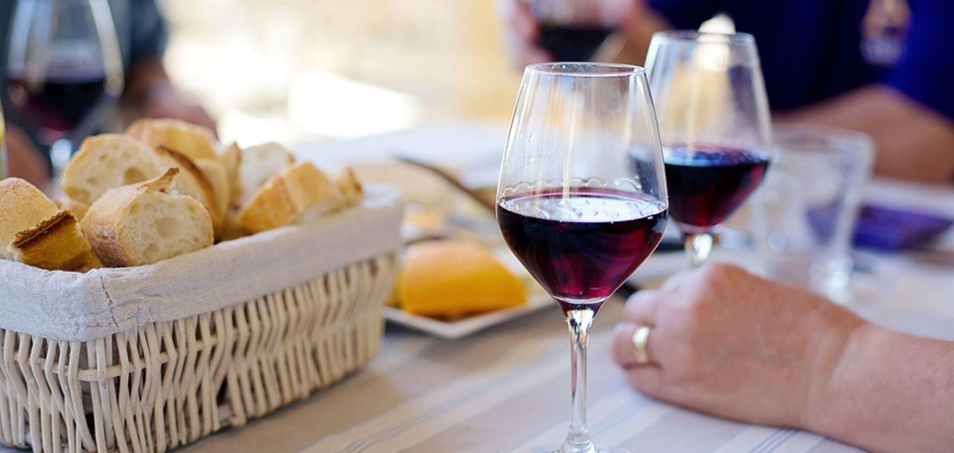 Молоде краще старого: розкрито несподівані факти про червоне вино