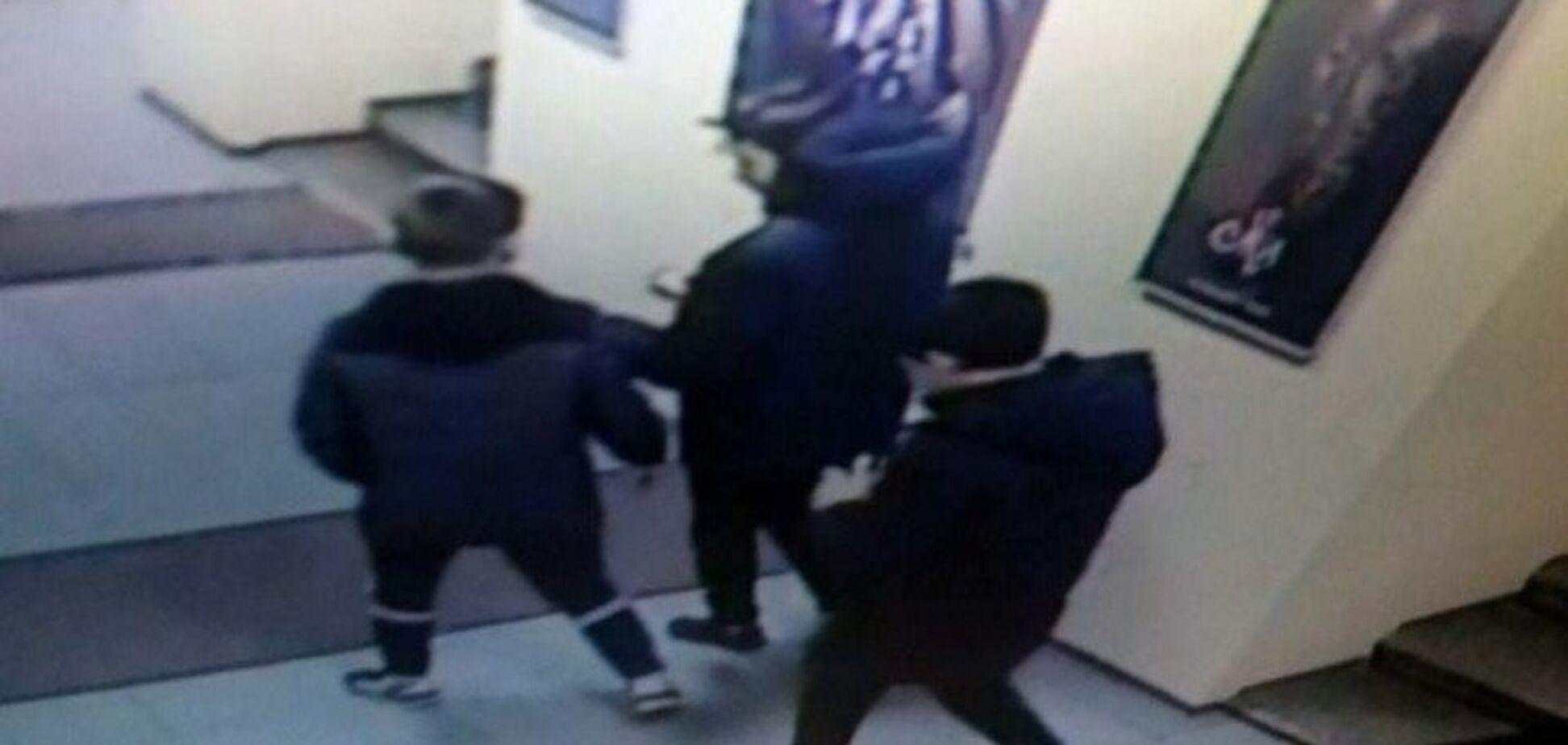 В Запорожье трое парней ограбили кассу кинотеатра