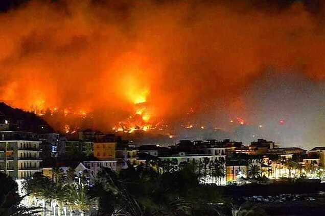 В Италии прошел огненный смерч: зрелищные фото и видео