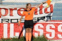 Девушка-арбитр подверглась насилию во время матча: что произошло