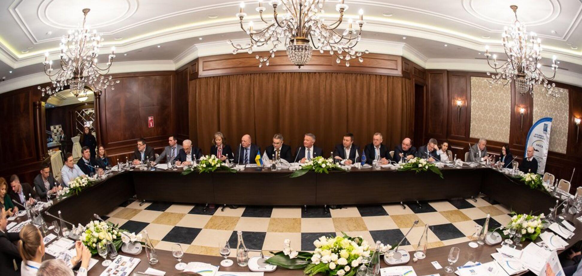 В харьковском отеле Ярославского директора украинских аэропортов обсудили ситуацию в отрасли