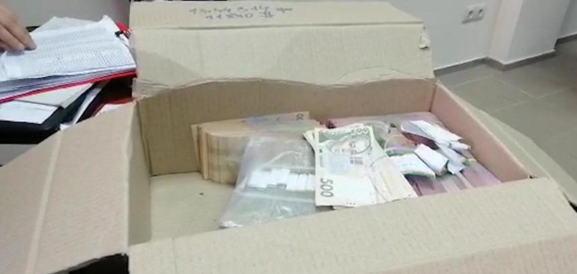 Стояли в черзі за грошима: в Черкасах накрили масштабну схему підкупу