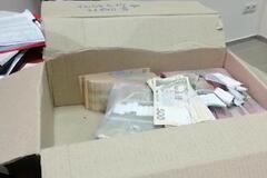 Стояли в очереди за деньгами: в Черкассах накрыли масштабную схему подкупа