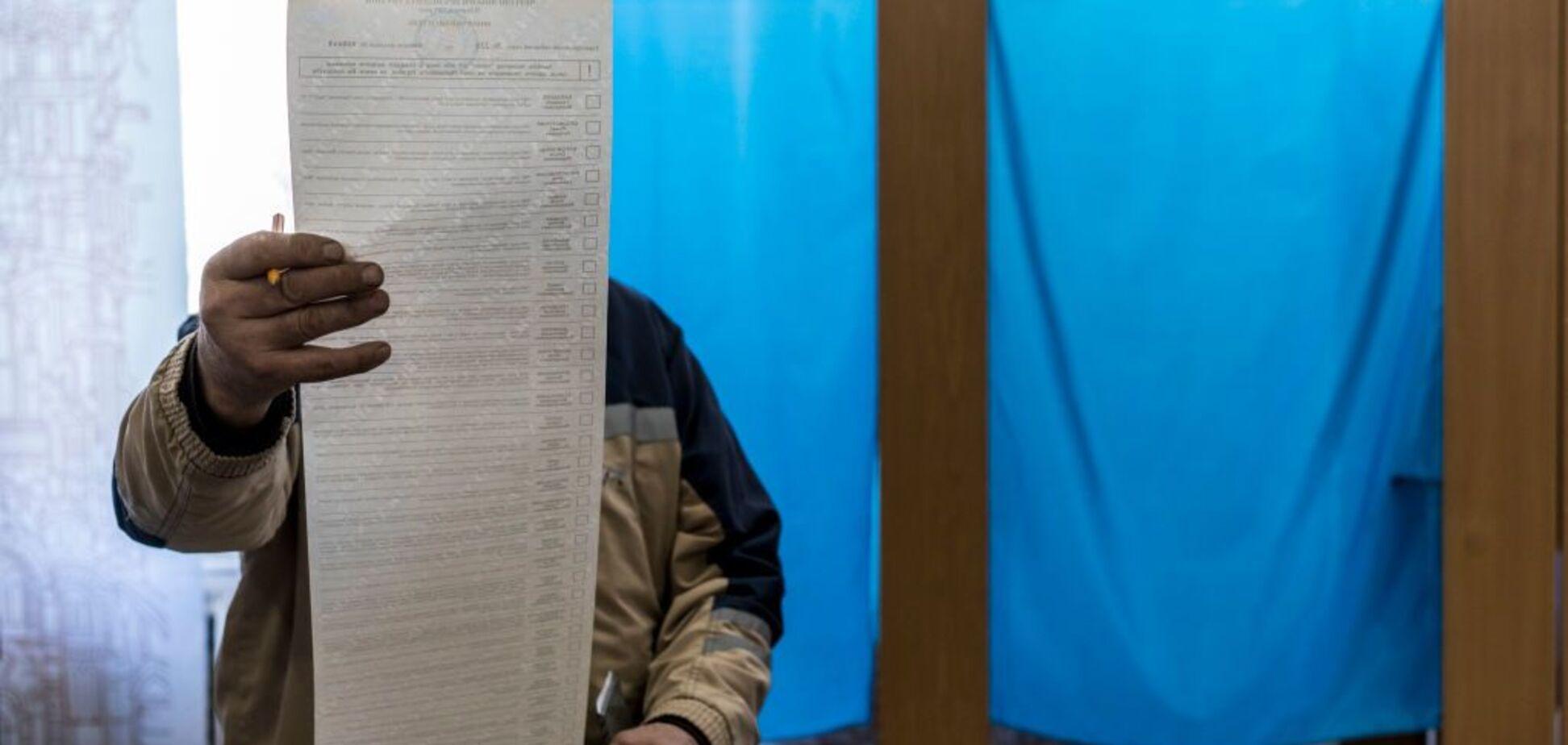 Постили протоколи і їли бюлетені: в Нацполіції розповіли про порушення на виборах