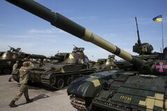 Коррупция в оборонке Украины: журналисты раскрыли суммы 'откатов'