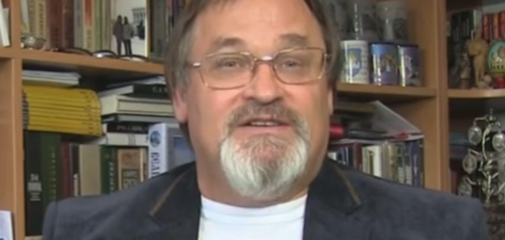 Працював на пропаганду Кремля: в СБУ розповіли про обшуки у скандального українського журналіста
