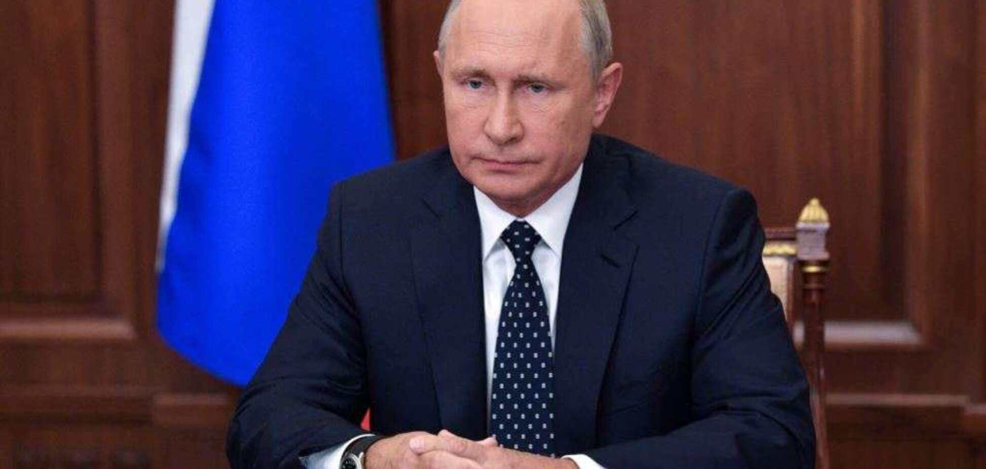 'Мешок с г*вном': Путин опозорился в компании женщин