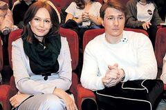 Йому 36, а їй 53: екс-дружина Безрукова вийшла у світ із молодим бойфрендом