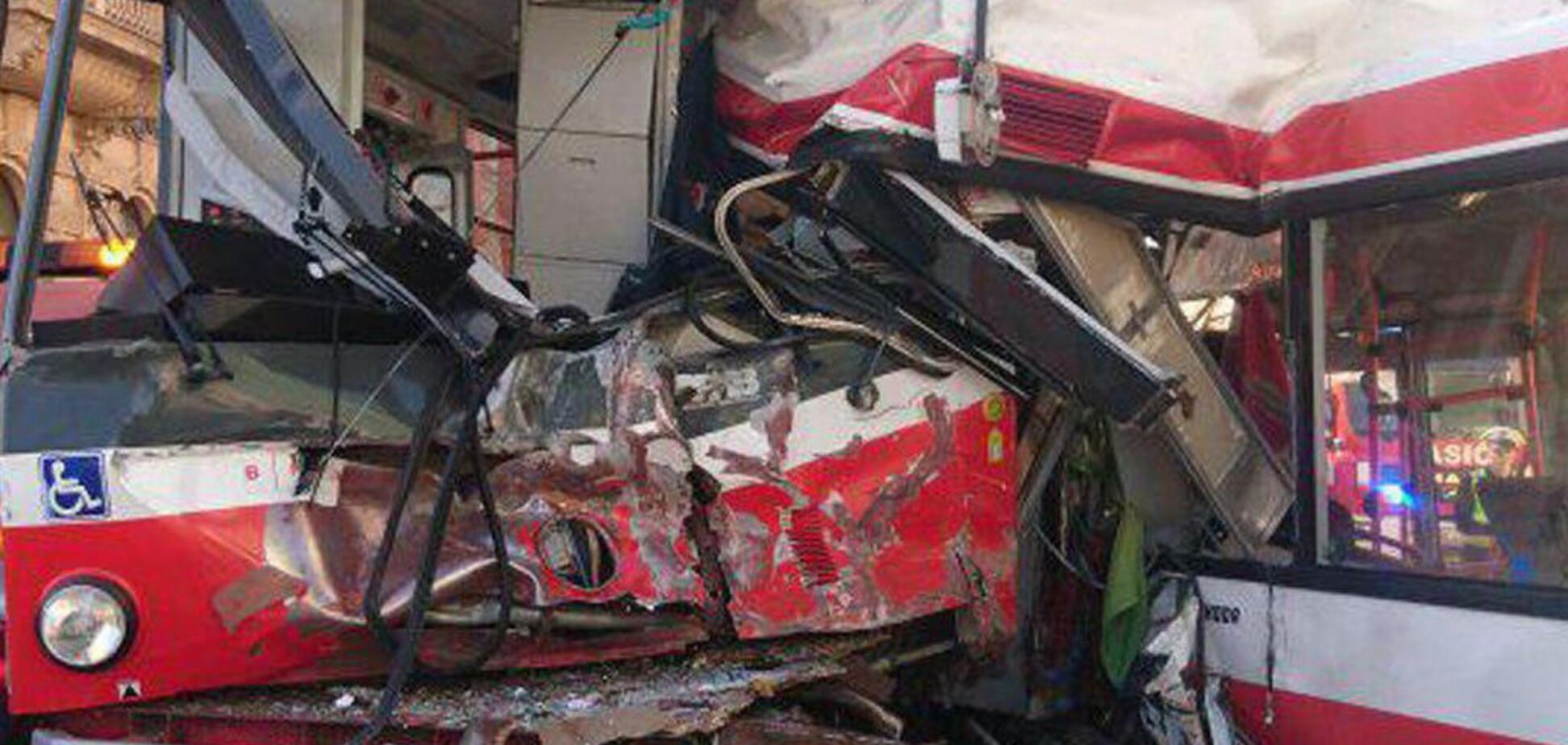 У Чехії зіткнулися трамвай і тролейбус: 40 постраждалих
