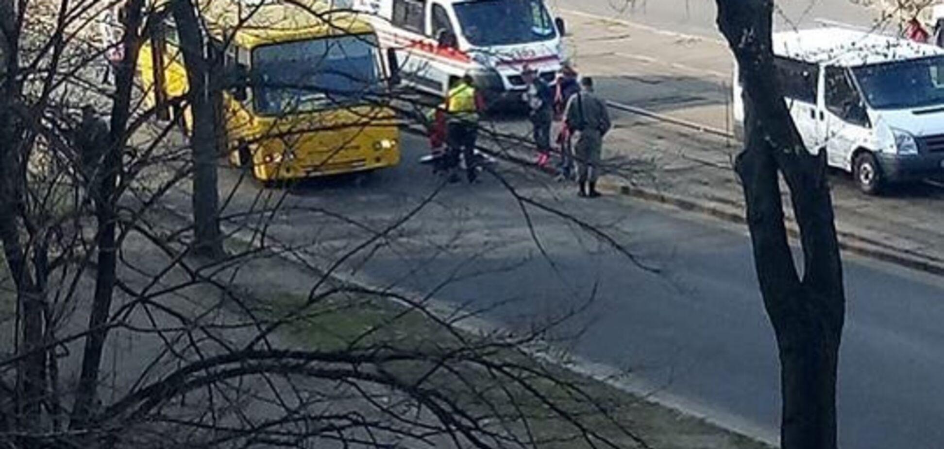 В Киеве маршрутка сбила пешехода: первые детали