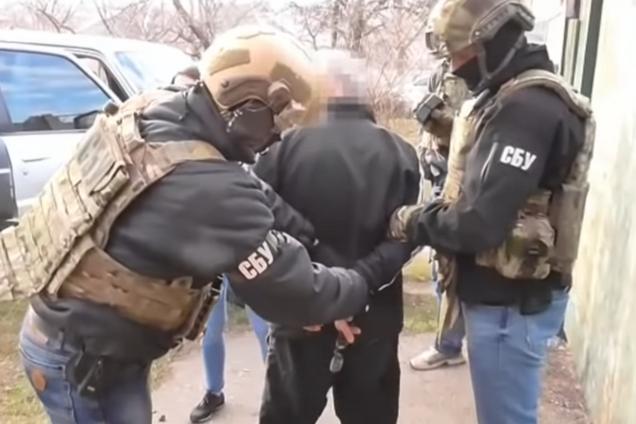 Сдал патриотов: СБУ задержала шпионившего для РФ копа