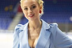 Спортивна журналістка з Росії показала груди в розкішній фотосесії