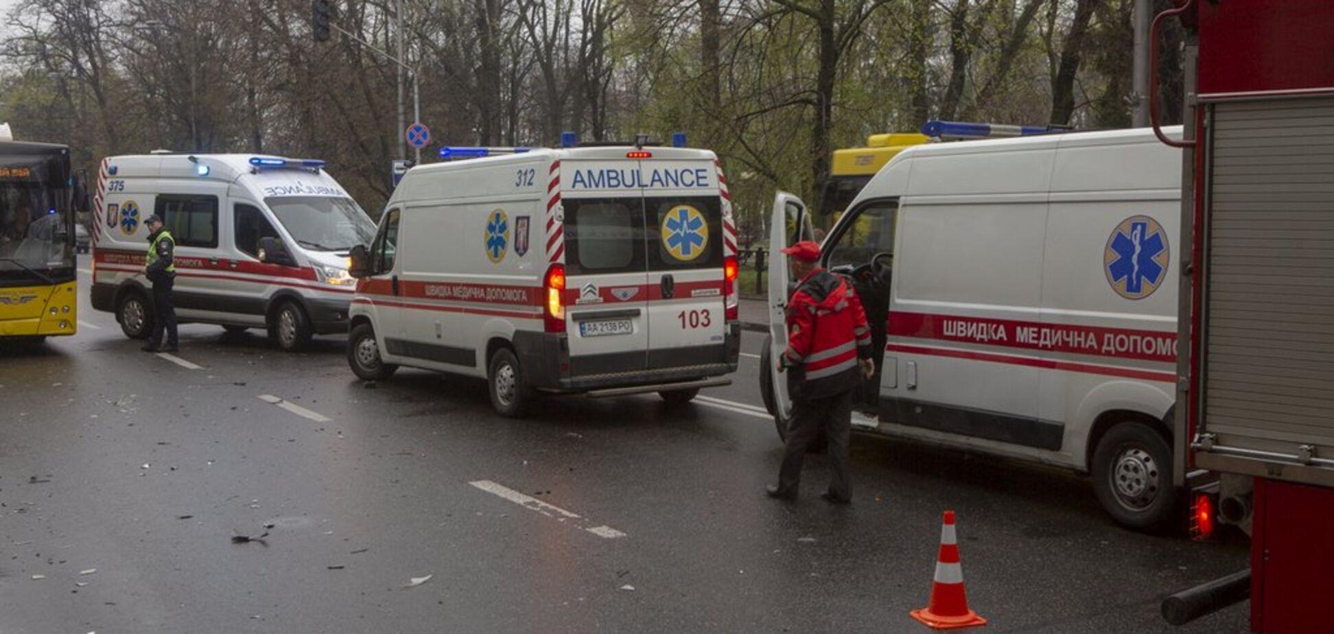 В центре Киева произошло масштабное ДТП с 4 авто: есть пострадавшие