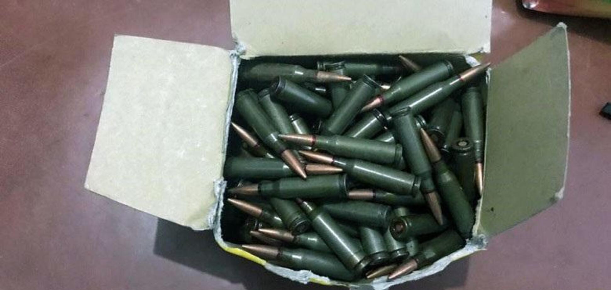 Гранати, гвинтівки і майже 3000 куль: у Києві виявили арсенал зброї з ООС