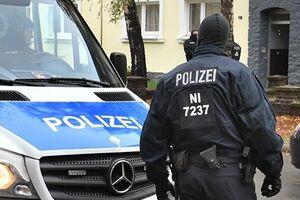 Людей срочно эвакуировали: взрыв мощнейшей бомбы в Германии попал на видео