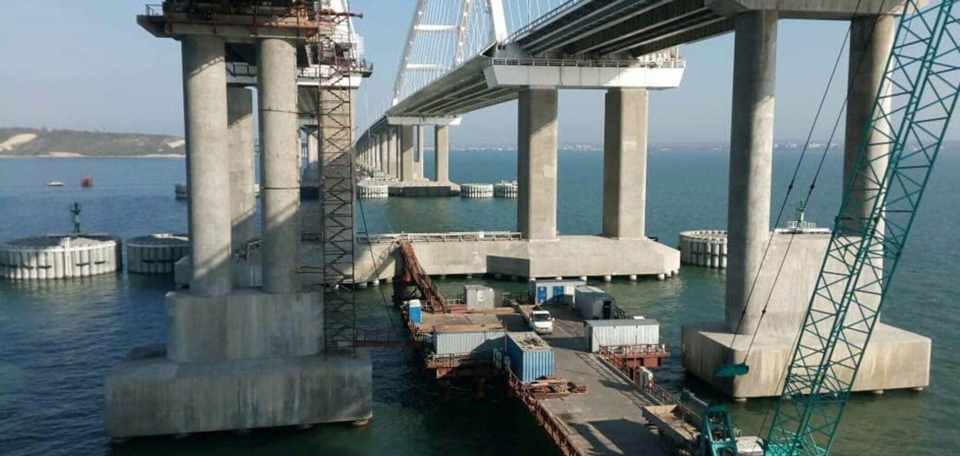 'Свежее подзаборье!' В сети появились новые фото пустого Крымского моста