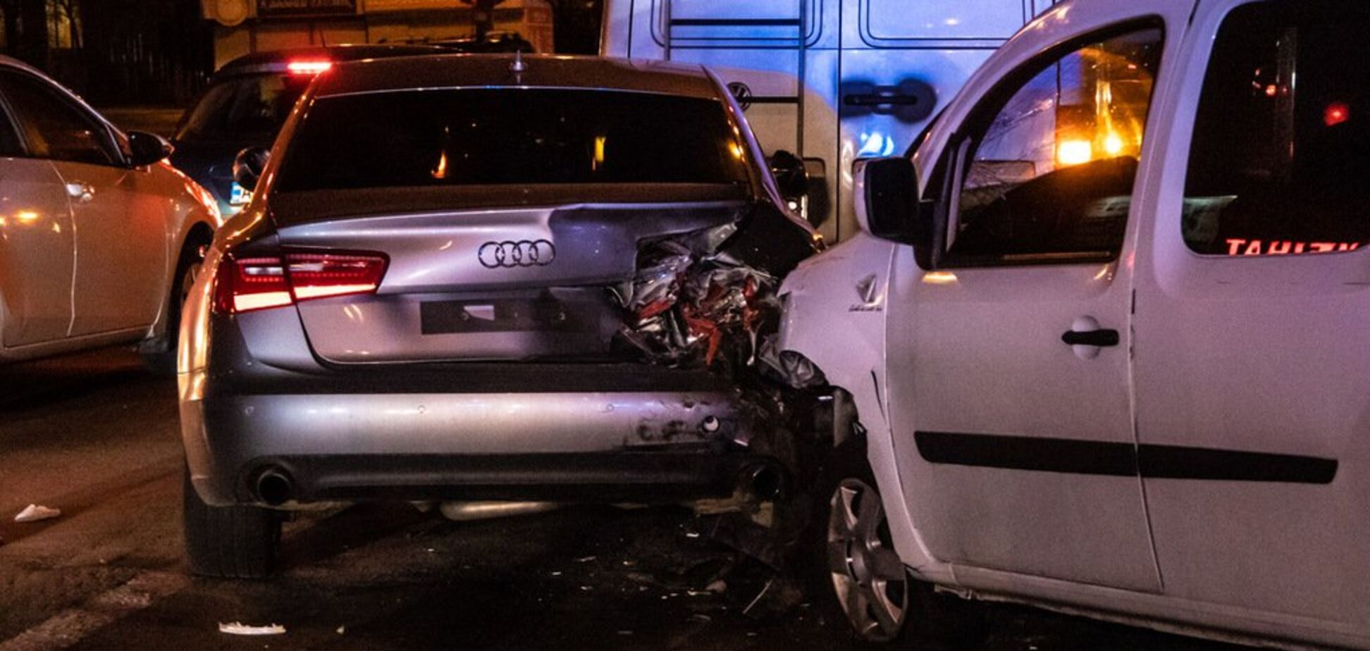 Водій втратив пам'ять: у Києві в ДТП зіштовхнулися два автомобілі