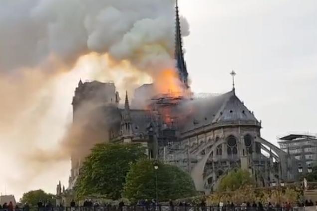 Жутчайшее зрелище: полыхает Собор Парижской Богоматери (Фото/Видео). Новости Днепра