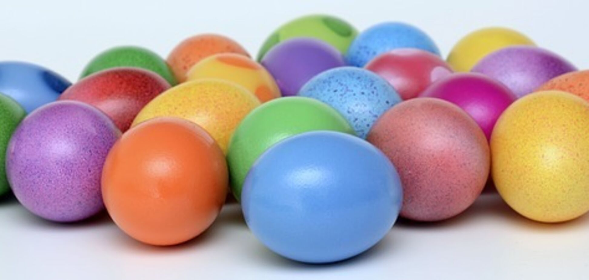 Як пофарбувати яйця на Великдень збитими вершками