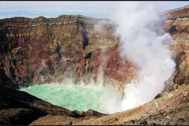 В Японии произошло извержение опасного вулкана: первое фото