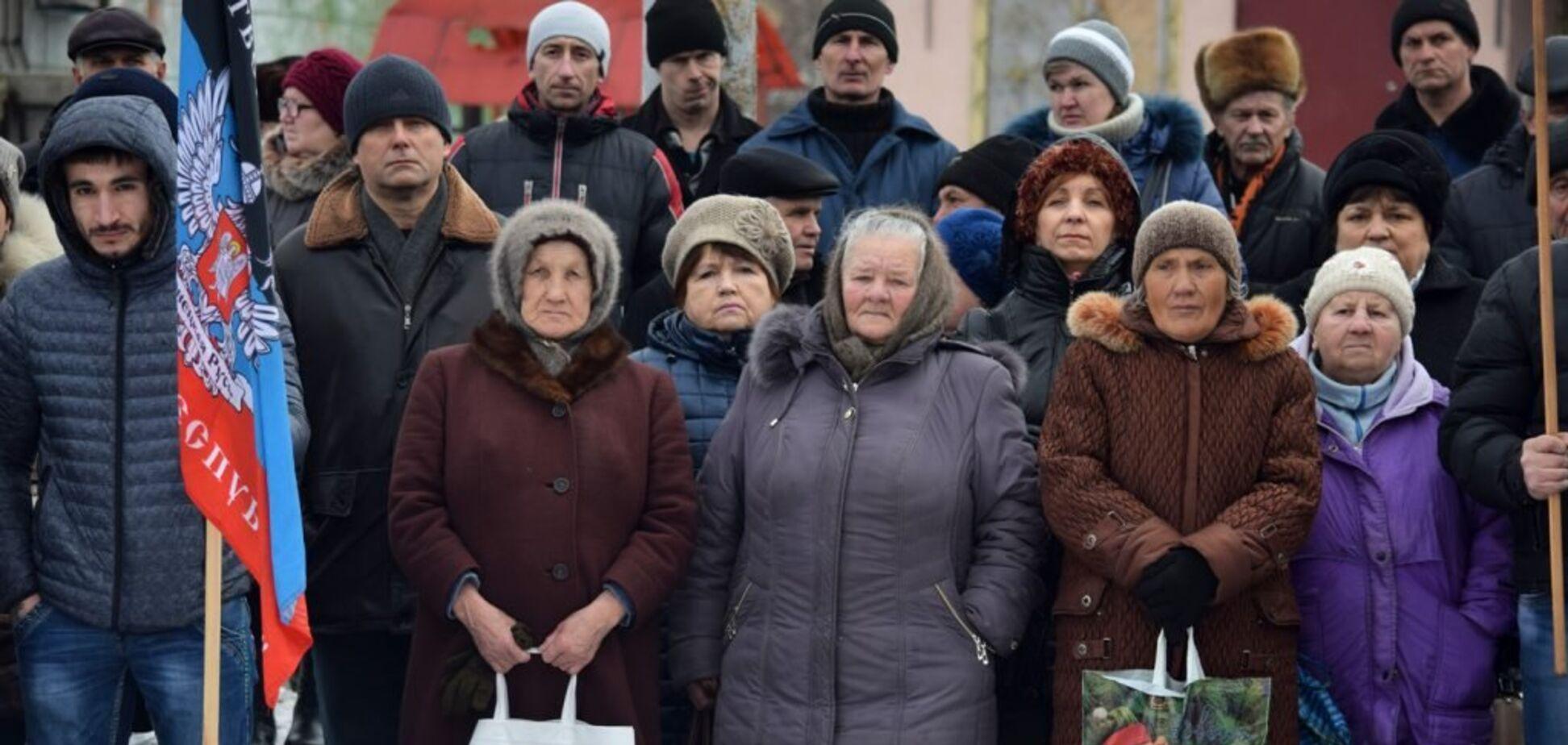 Лишат пенсий и прав: ветеран АТО предупредил жителей Донбасса