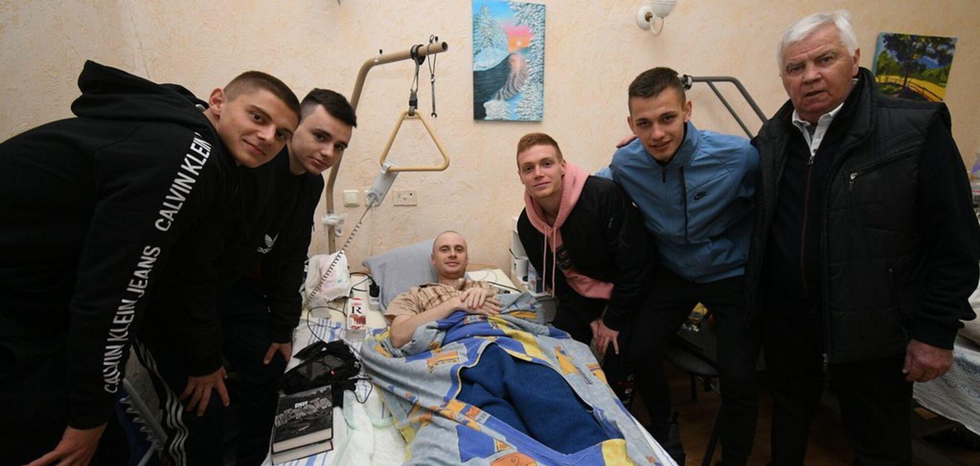 Футболісти 'Динамо' підтримали поранених бійців