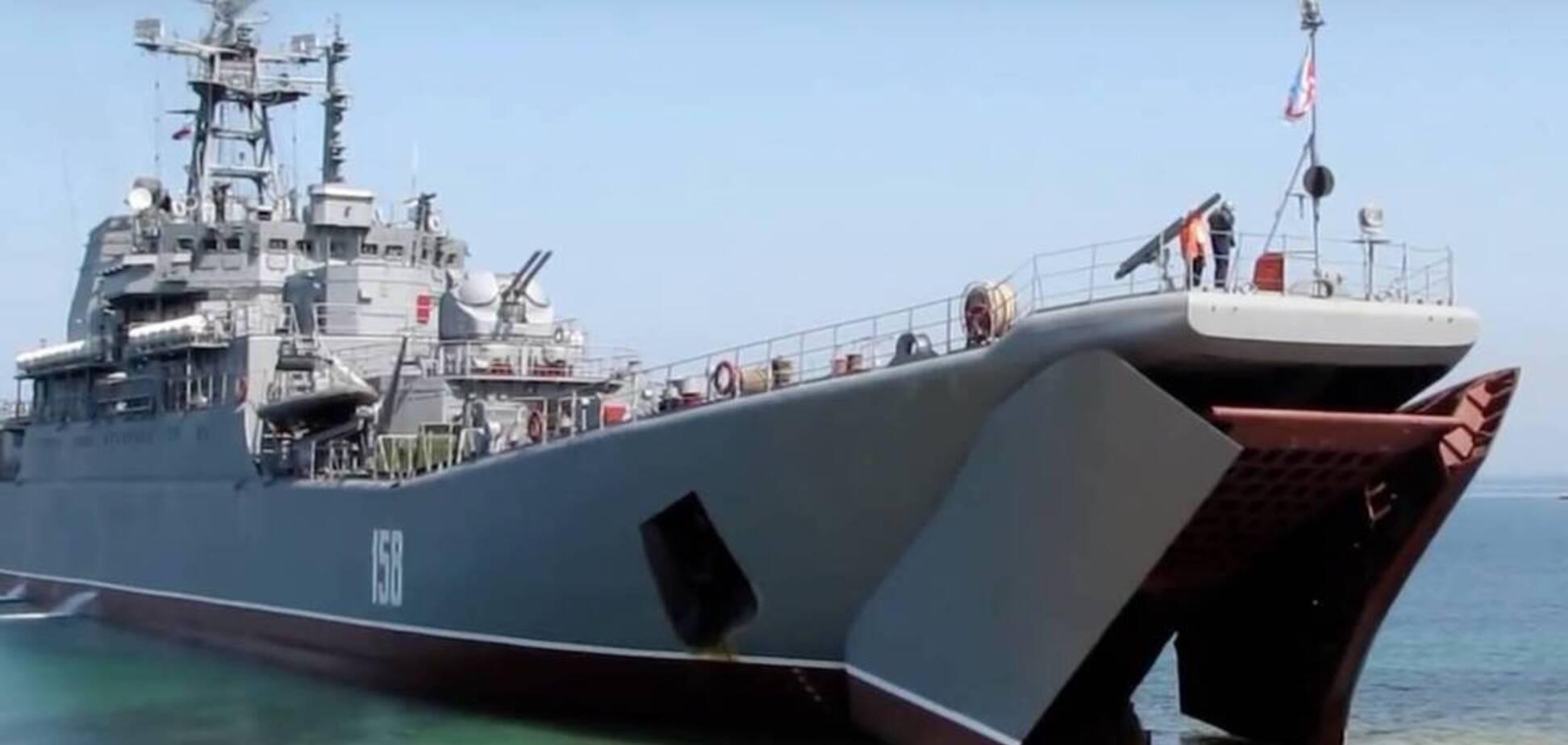 В Крым тащили на буксире: в Черном море сломался российский военный корабль