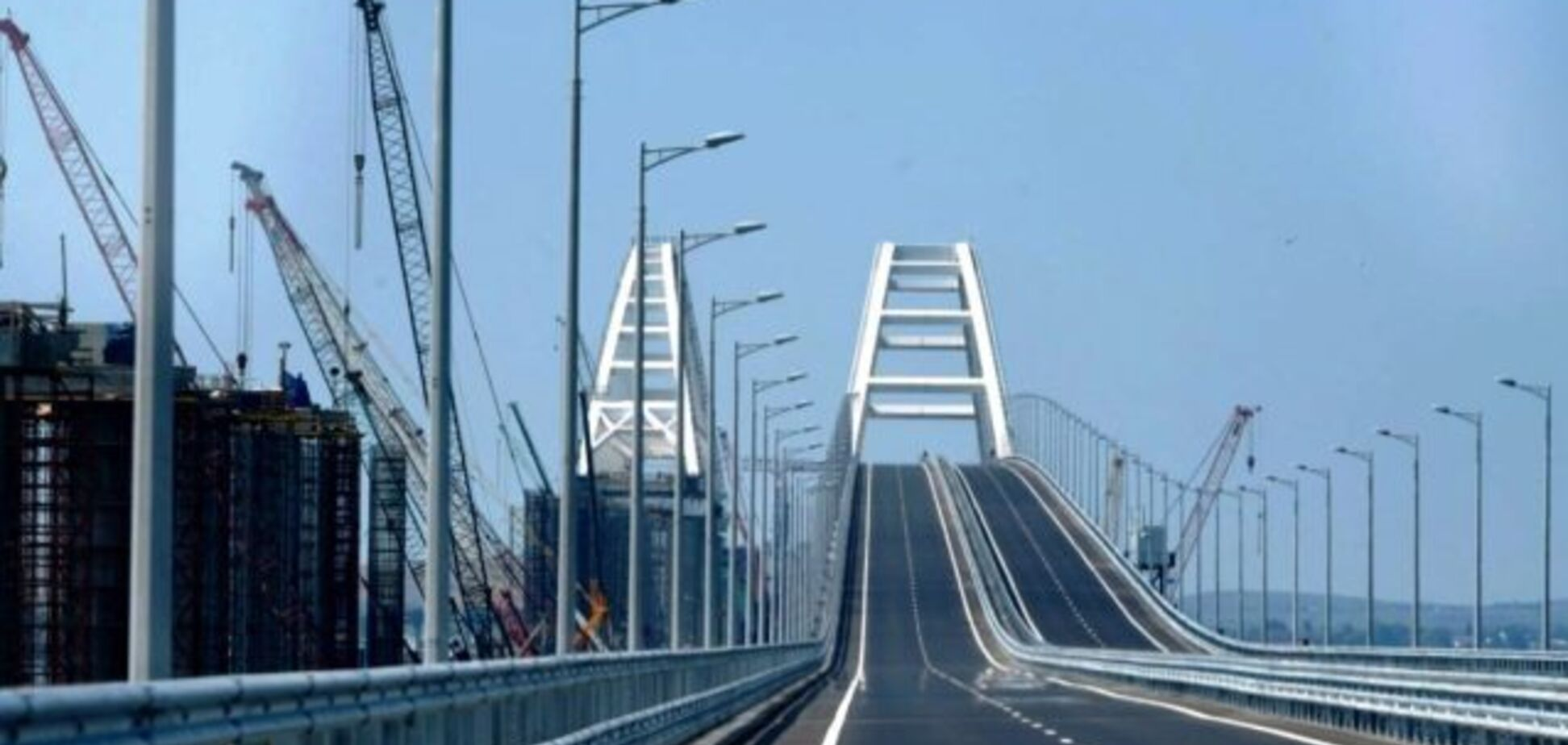 Оккупанты спешно достраивают Крымский мост: появились фото
