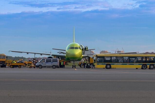 Пассажиров будут взвешивать перед посадкой на самолет: что известно