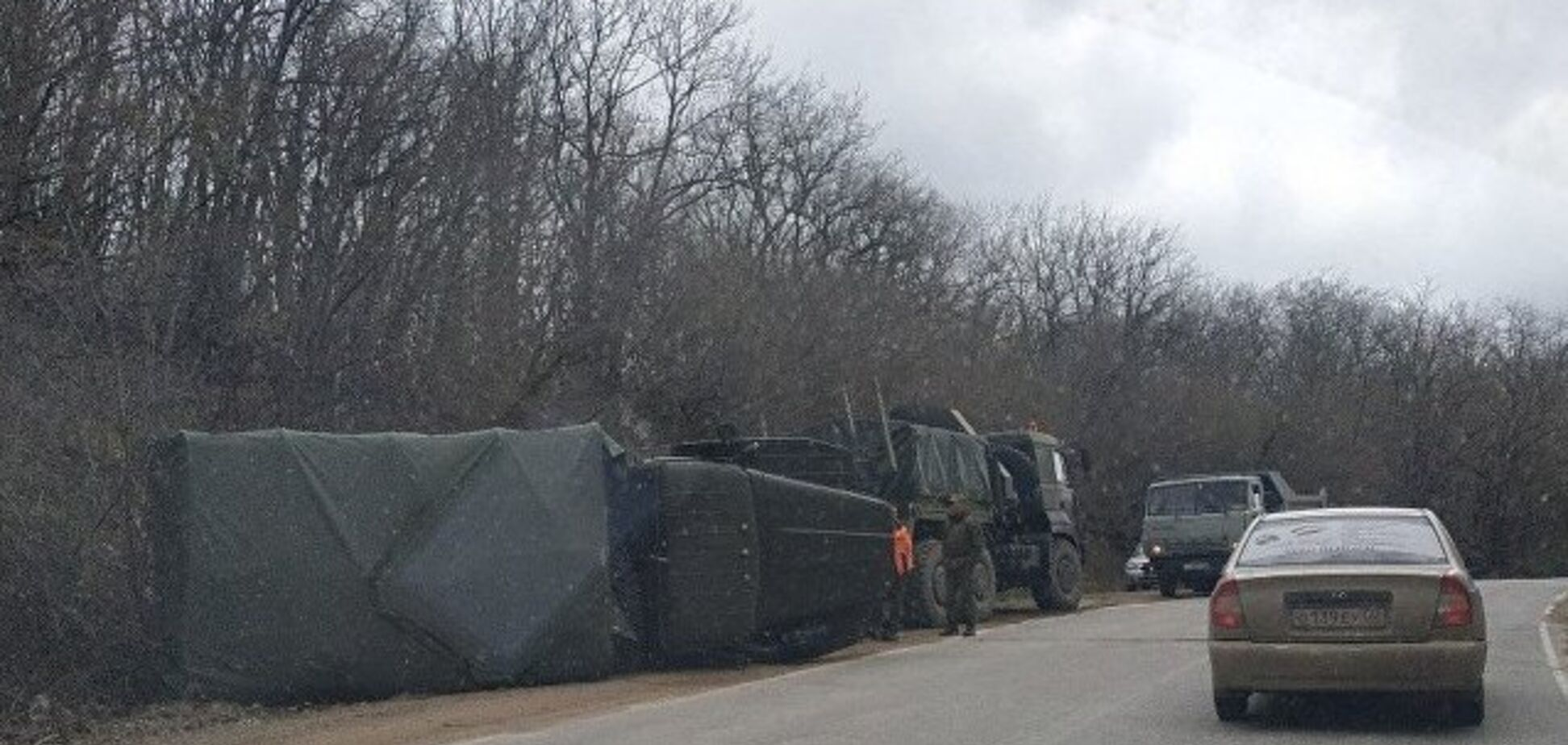 'Летел, как сумасшедший': в Крыму перевернулся грузовик оккупантов