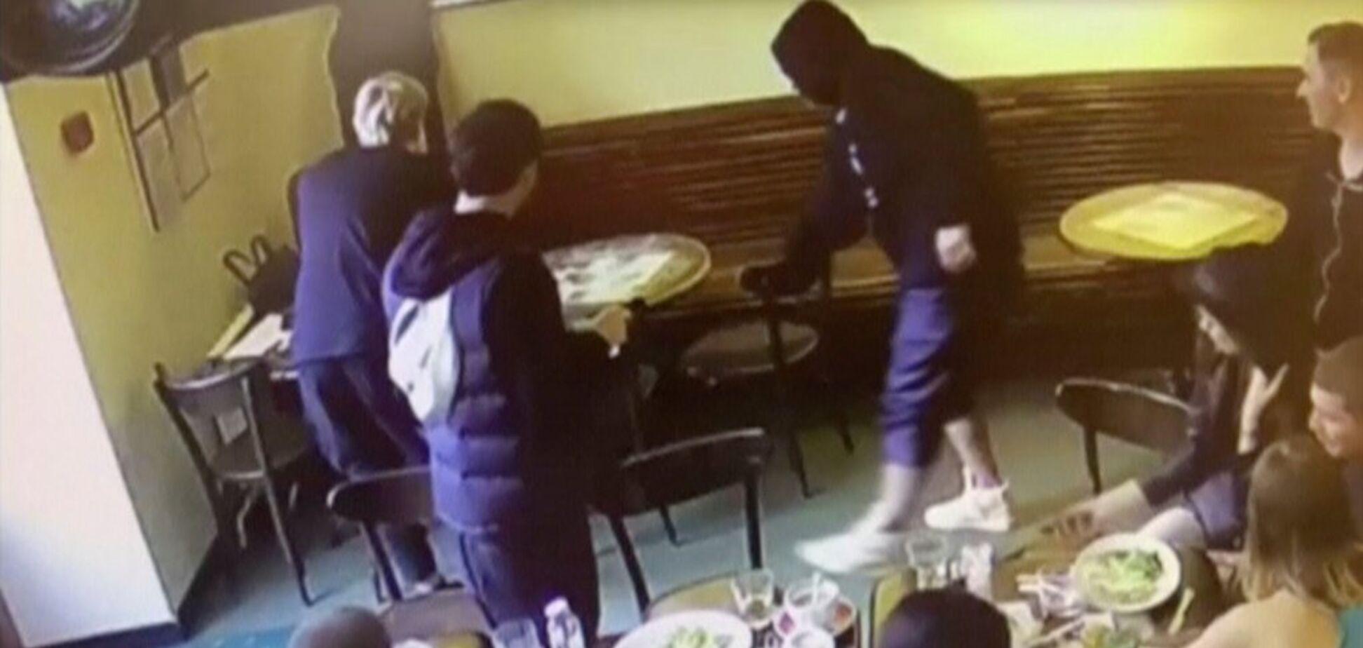 З'явилося повне відео бійки Кокоріна і Мамаєва з Паком