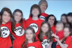 Морили голодом і тримали на ланцюгах 13 дітей: родину зі США засудили до довічного