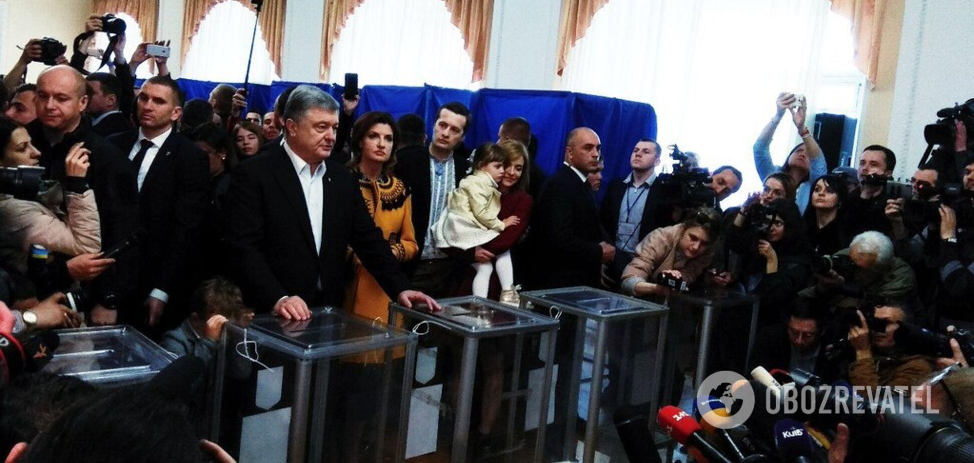 Порошенко проголосовал на выборах президента: видео
