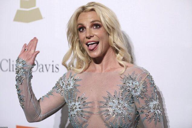 Бритни Спирс ужаснула внешним видом после выхода из психбольницы: фото