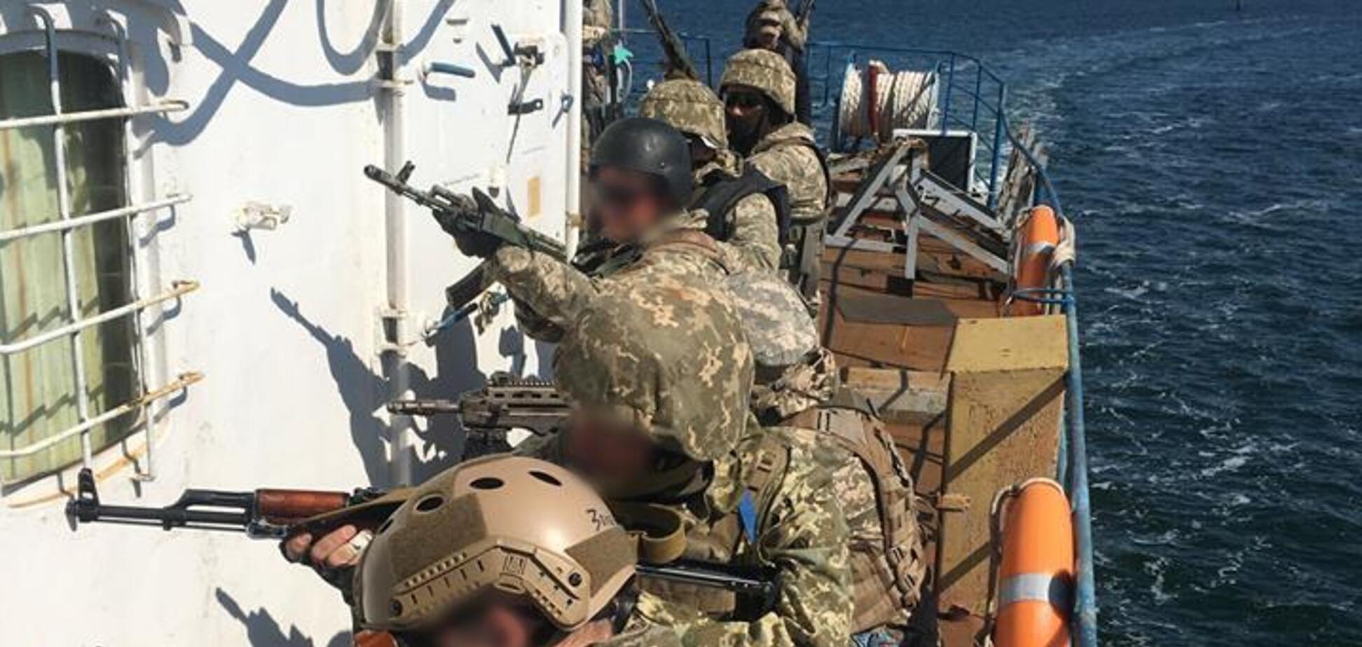 Украинские военные взяли на абордаж и захватили морское судно: мощный фоторепортаж