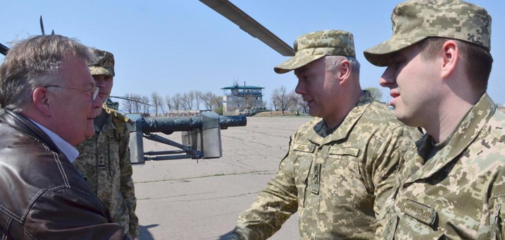Оцінив наслідки 'русского міра': зону ООС відвідав глава Міноборони країни ЄС