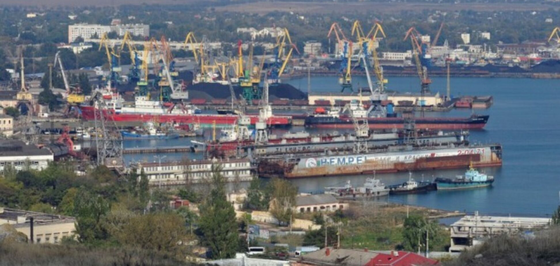 'Вынуждены голодать': в Крыму нагло 'кинули' на деньги работников Керченского порта