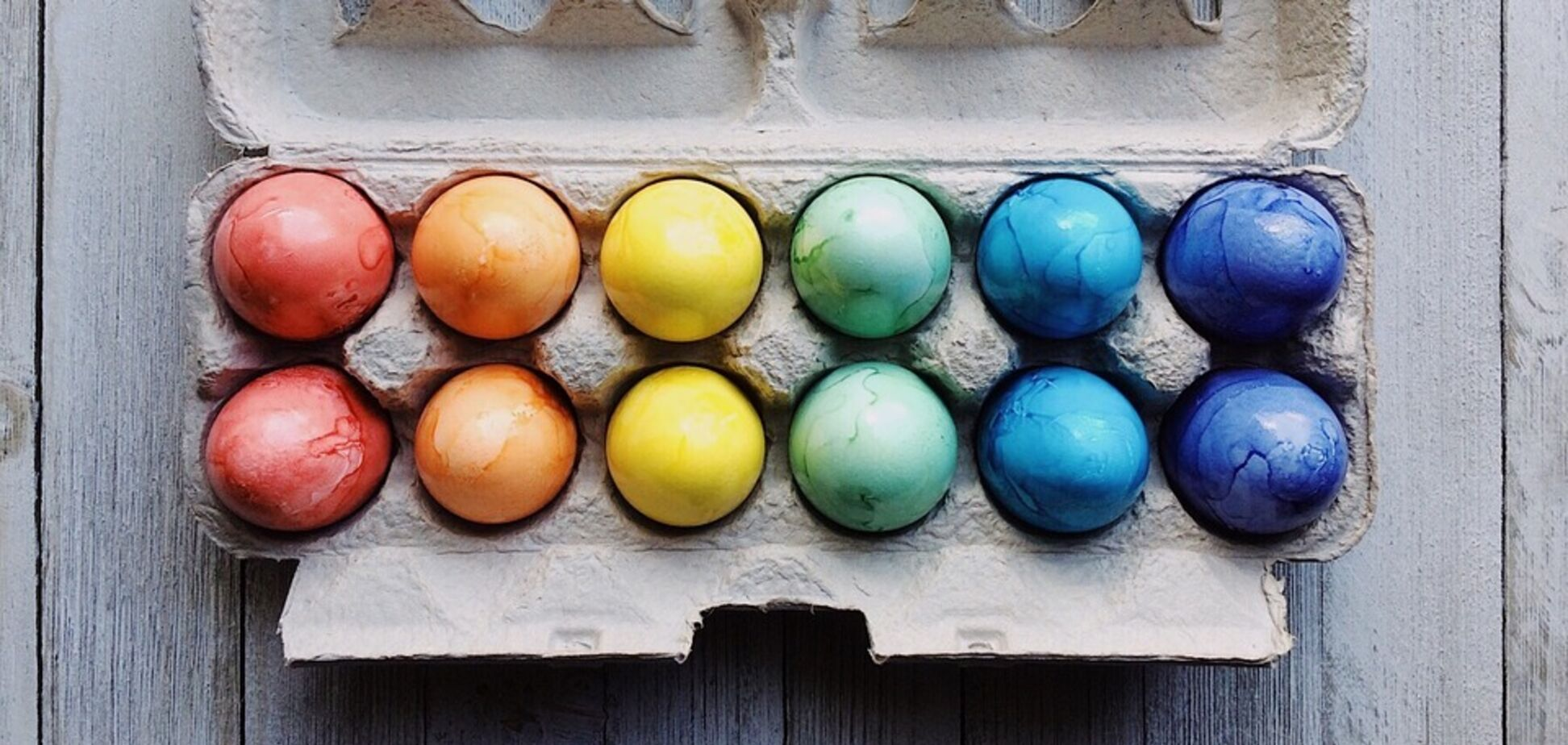 Готуємося до Великодня: як зробити яскраві крашанки без хімічних барвників