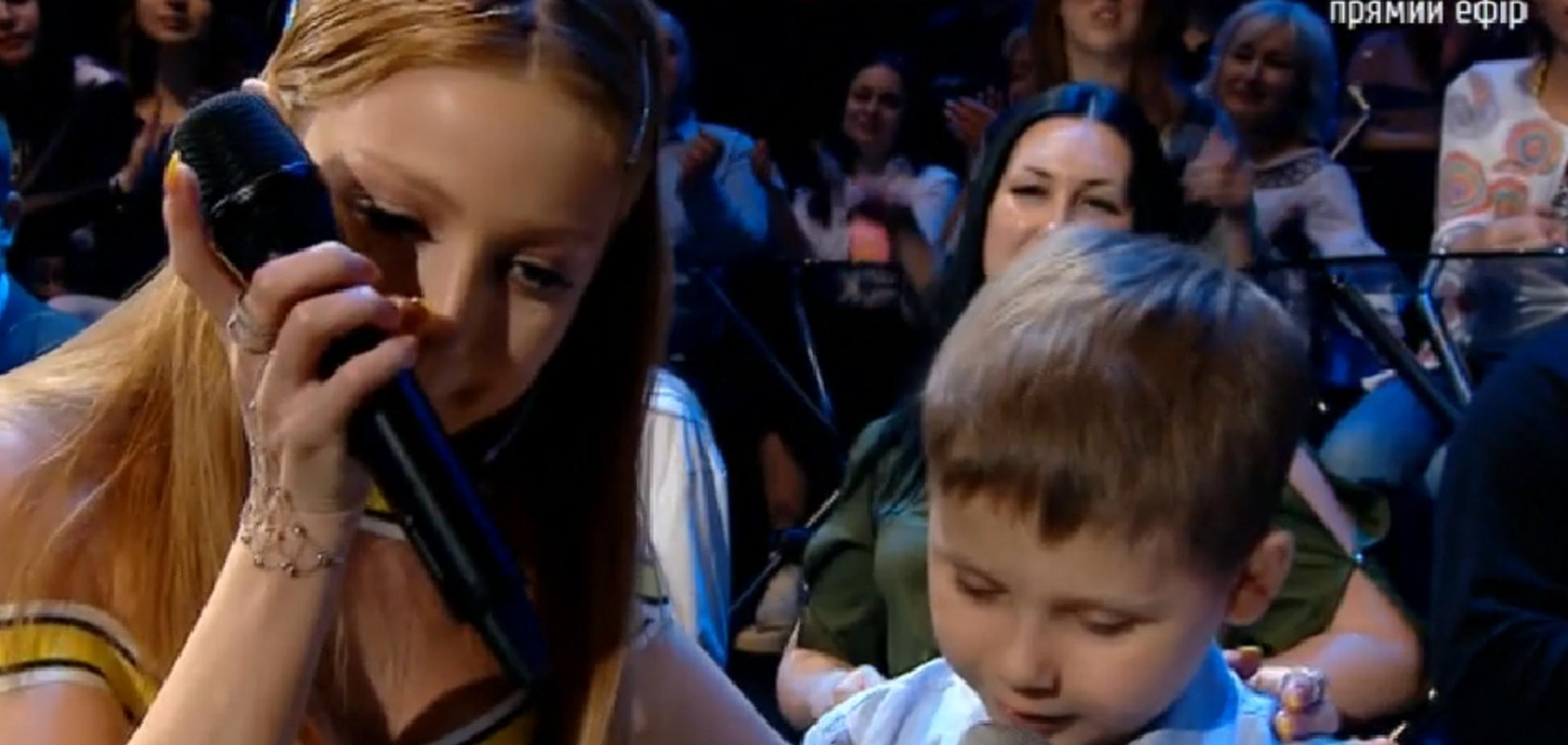 'Ти справжній боєць!' Історія хлопчика з раком, який заспівав на 'Голосі країни' з Тіною Кароль