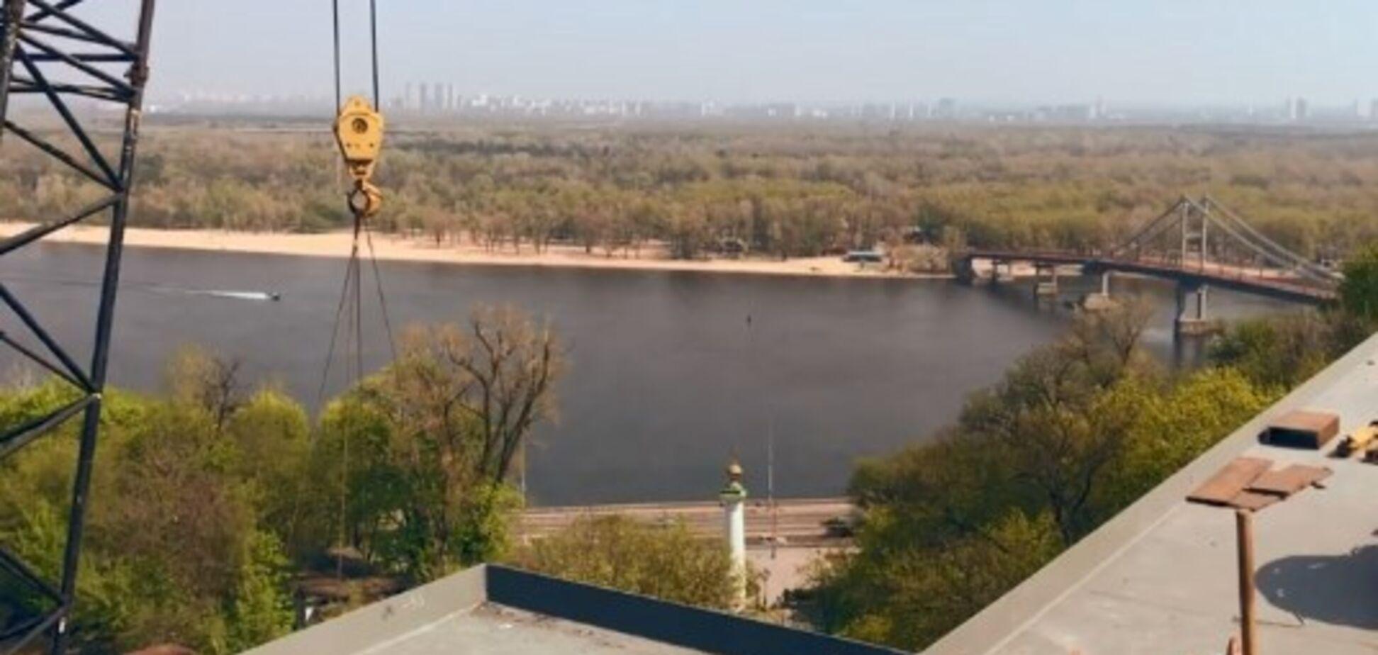 У Києві з'явився новий міст: вражаюче відео з висоти пташиного польоту