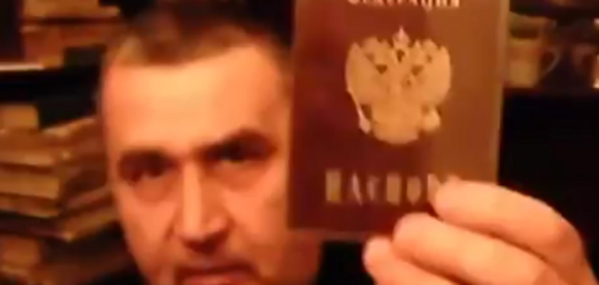 'Путіне, ти — гадюка!' Жителям 'Л/ДНР' розповіли про 'підставу' з паспортом Росії