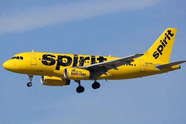 Літак здійснив екстрену посадку через сморід