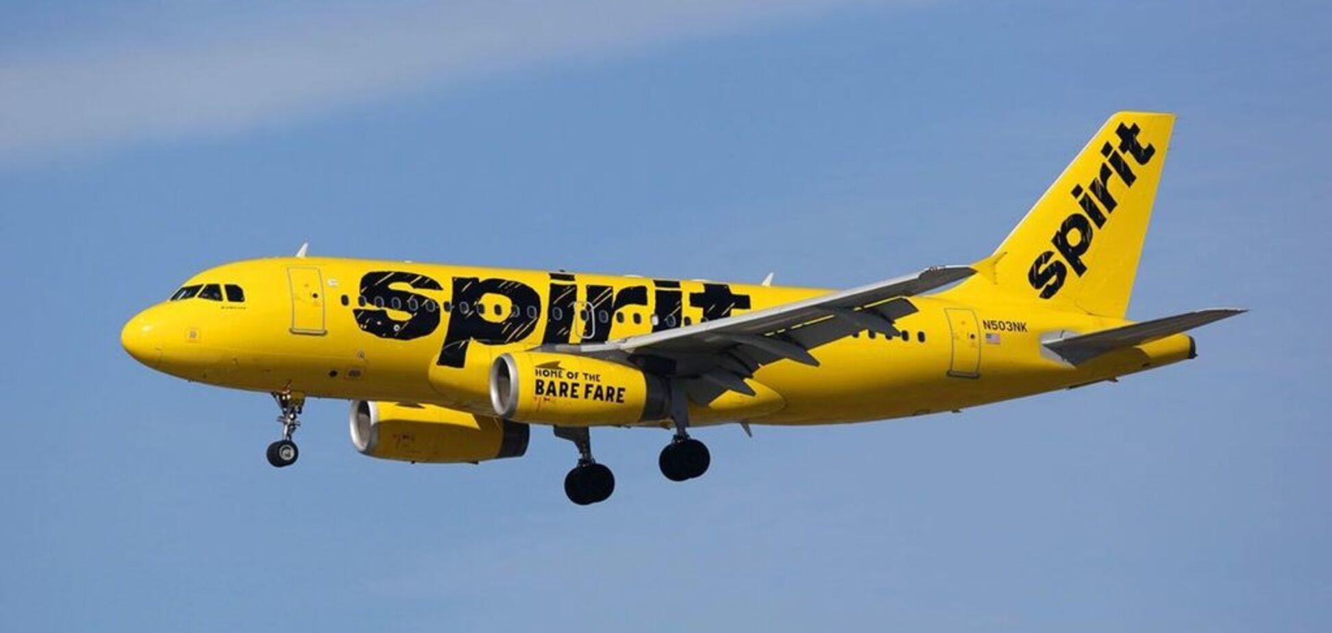 Літак здійснив екстрену посадку через моторошний запах: людей госпіталізували