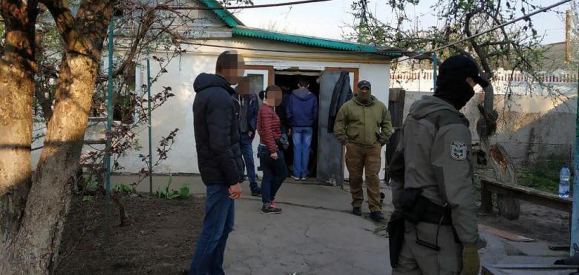 Под Киевом мужчину год удерживали в плену: что известно